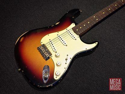 Fender Custom Shop 1963 Stratocaster Relic Electric Guitar 3-Colour Sunburst - front of body