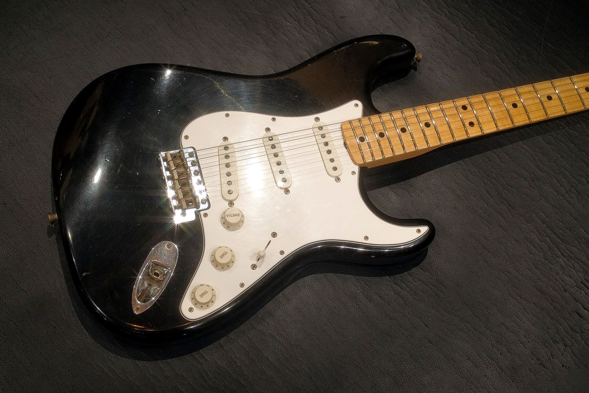 Fender Custom Shop 1969 Journeyman Relic Stratocaster Electric Guitar -  Maple Neck - Aged Black