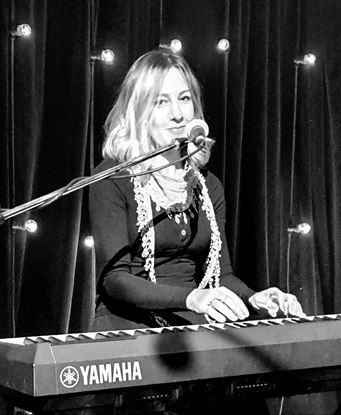 Justine Roberts - Piano and Singing Teacher