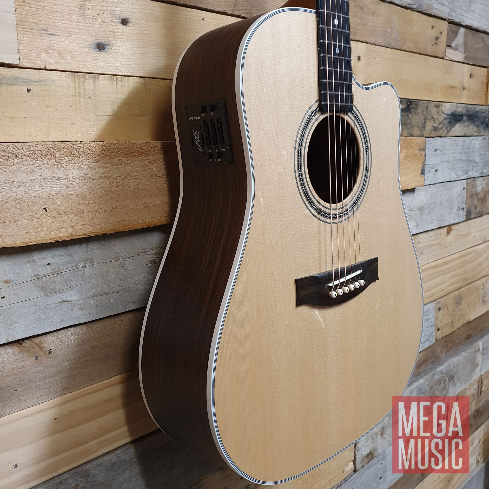 Maton ER90c Acoustic Guitar w/o Pickguard Front Body Detail