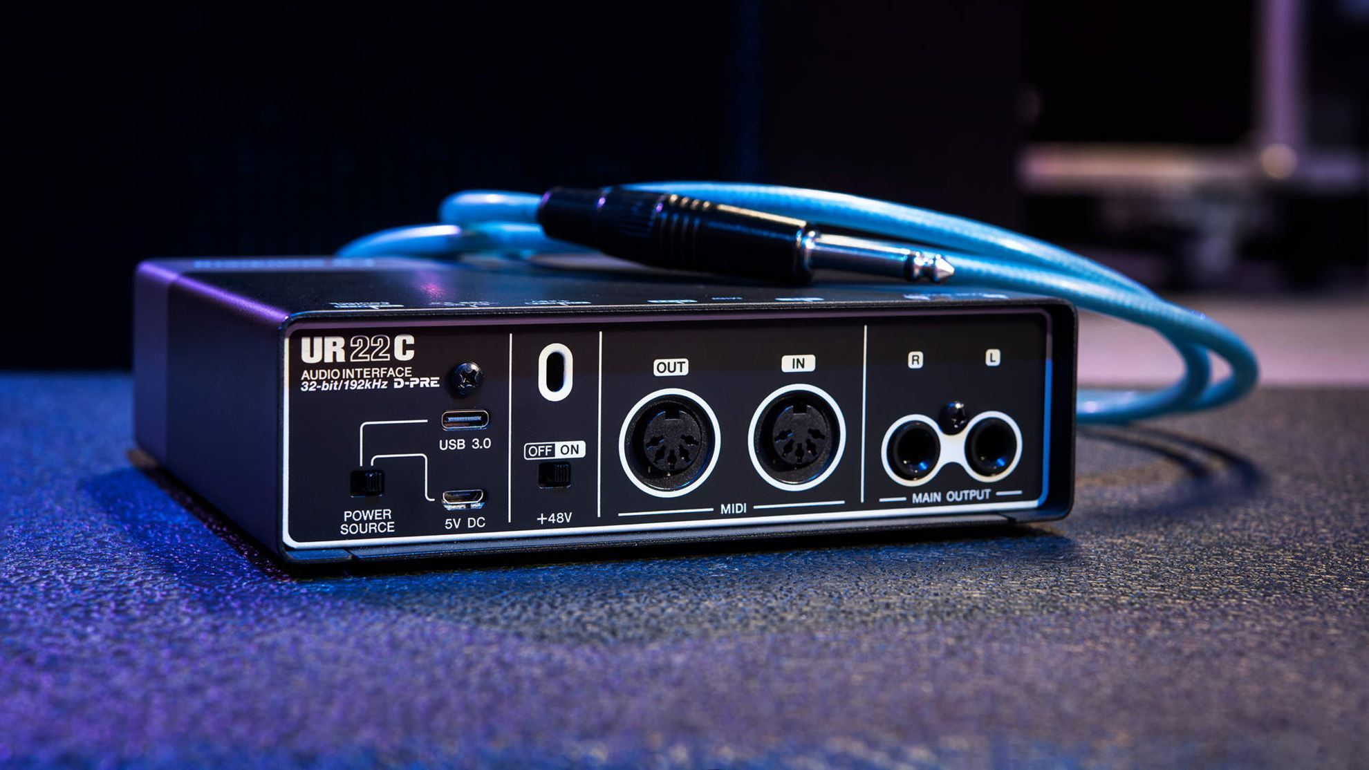 Steinberg UR22C USB 3 Audio Interface with Cubase DAW - Angle Rear
